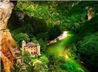险峻峡谷中的别墅图片