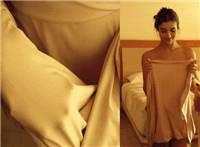 美女浴巾滑落性感动态图