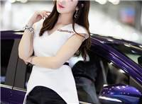 皮肤白皙的韩国美女车模甜笑优雅迷人写真图片