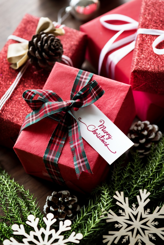 圣诞节红色礼品盒图片(点击浏览下一张趣图)