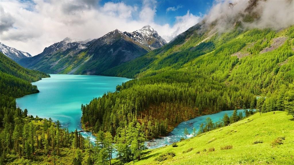 绿色大山蓝色河流自然壮观美景图片(点击浏览下一张趣图)