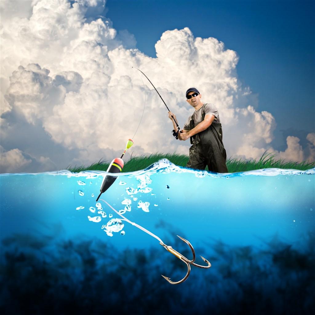 海中钓鱼的男人高清素材图片(点击浏览下一张趣图)