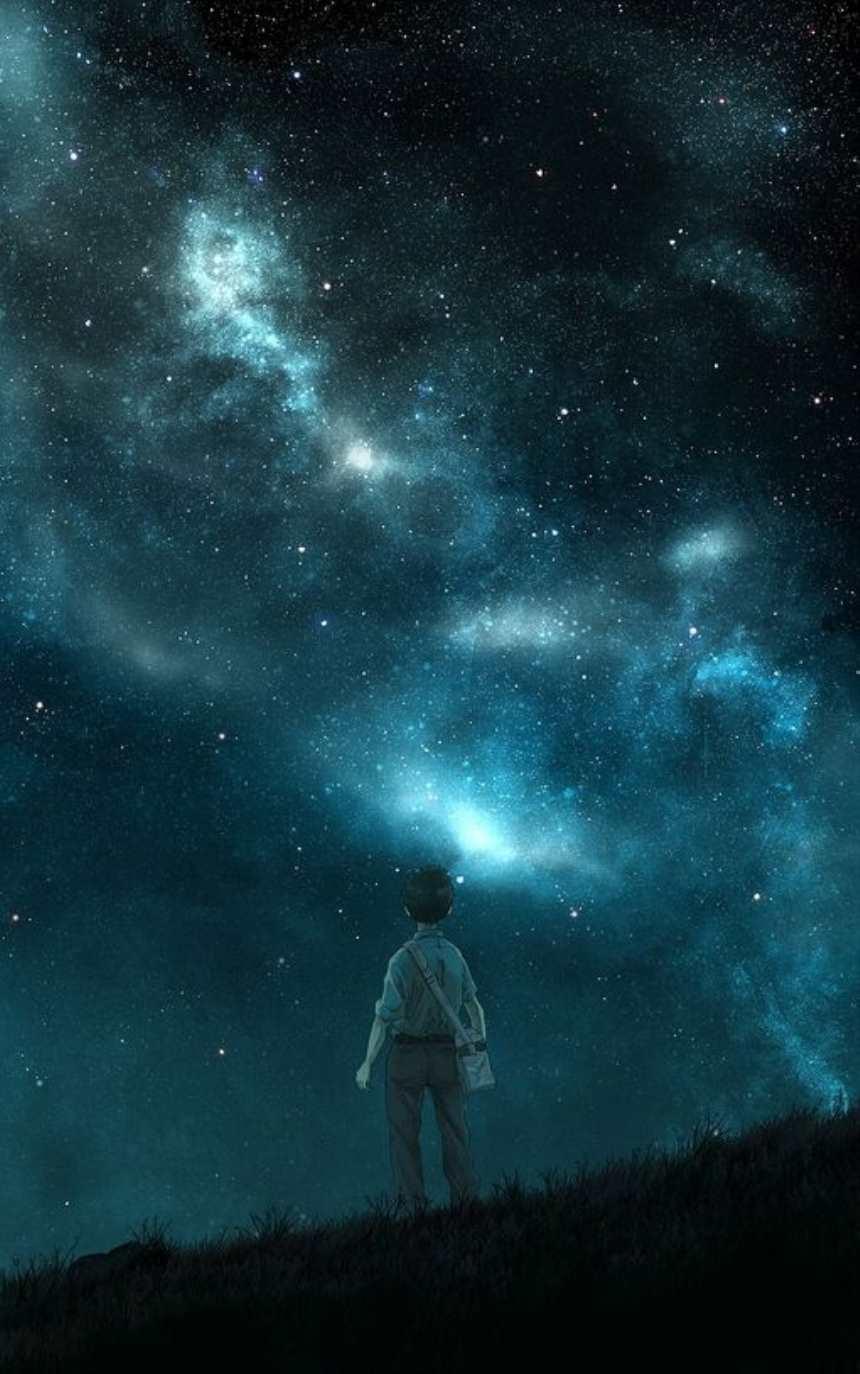 小男孩黑色夜空下远望天空繁星图片(点击浏览下一张趣图)